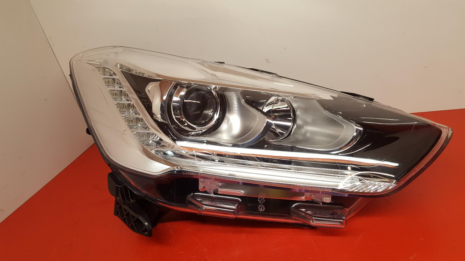View Auto part R Headlamp Citroen Ds5 2013