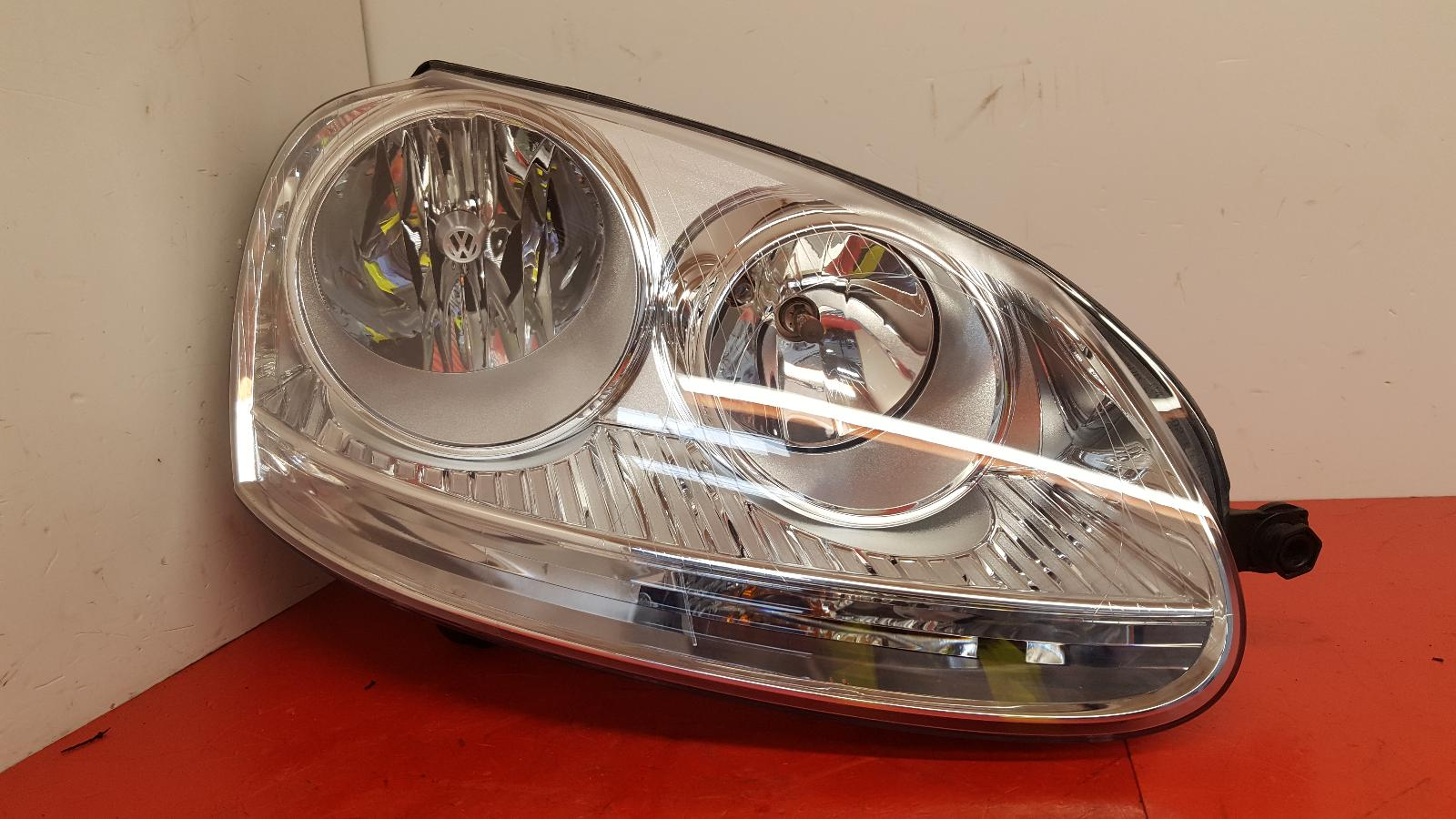 View Auto part R Headlamp Volkswagen Golf 2005