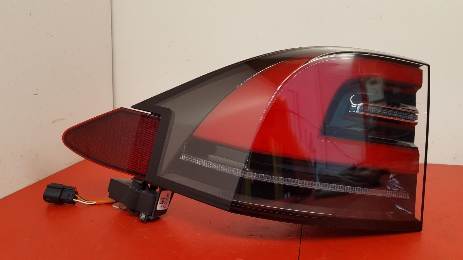 View Auto part L Taillight Tesla Model X 2017