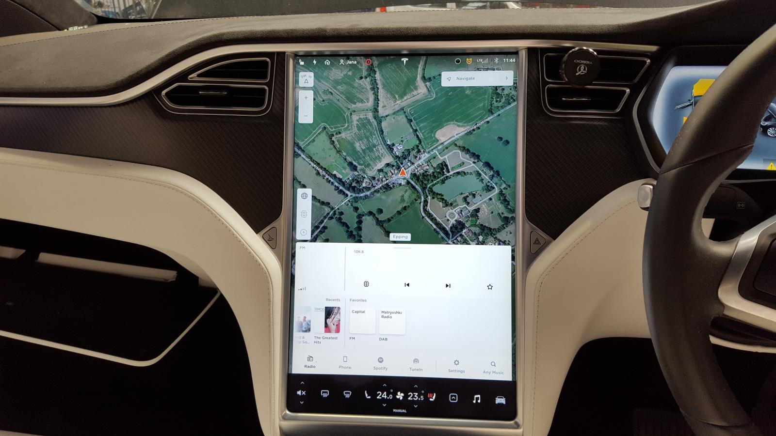 View Auto part Radio Display Tesla Model X 2017