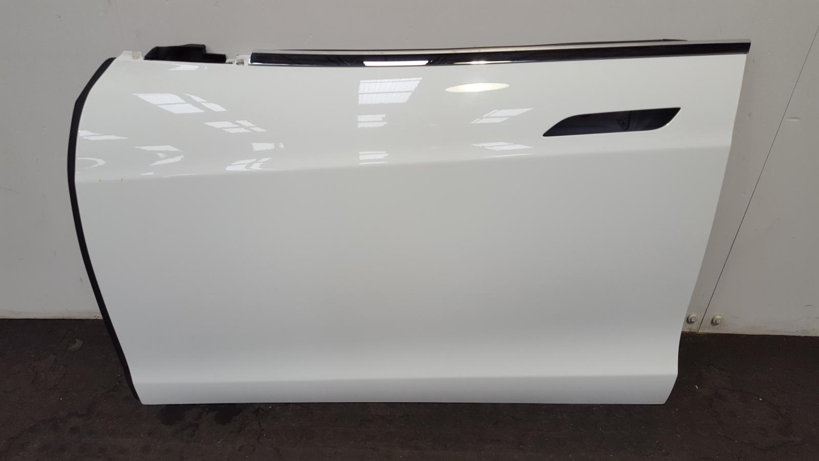 View Auto part L Front Door Tesla Model S 2017