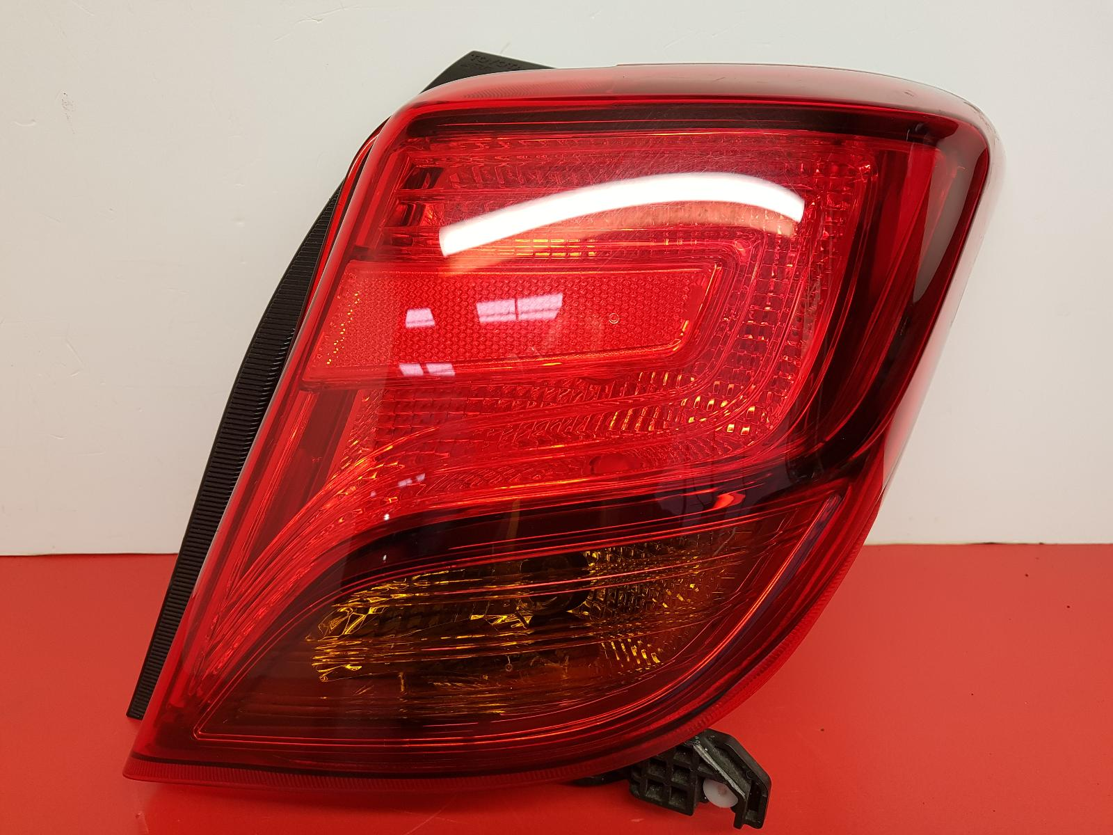 View Auto part R Taillight Toyota Yaris 2015
