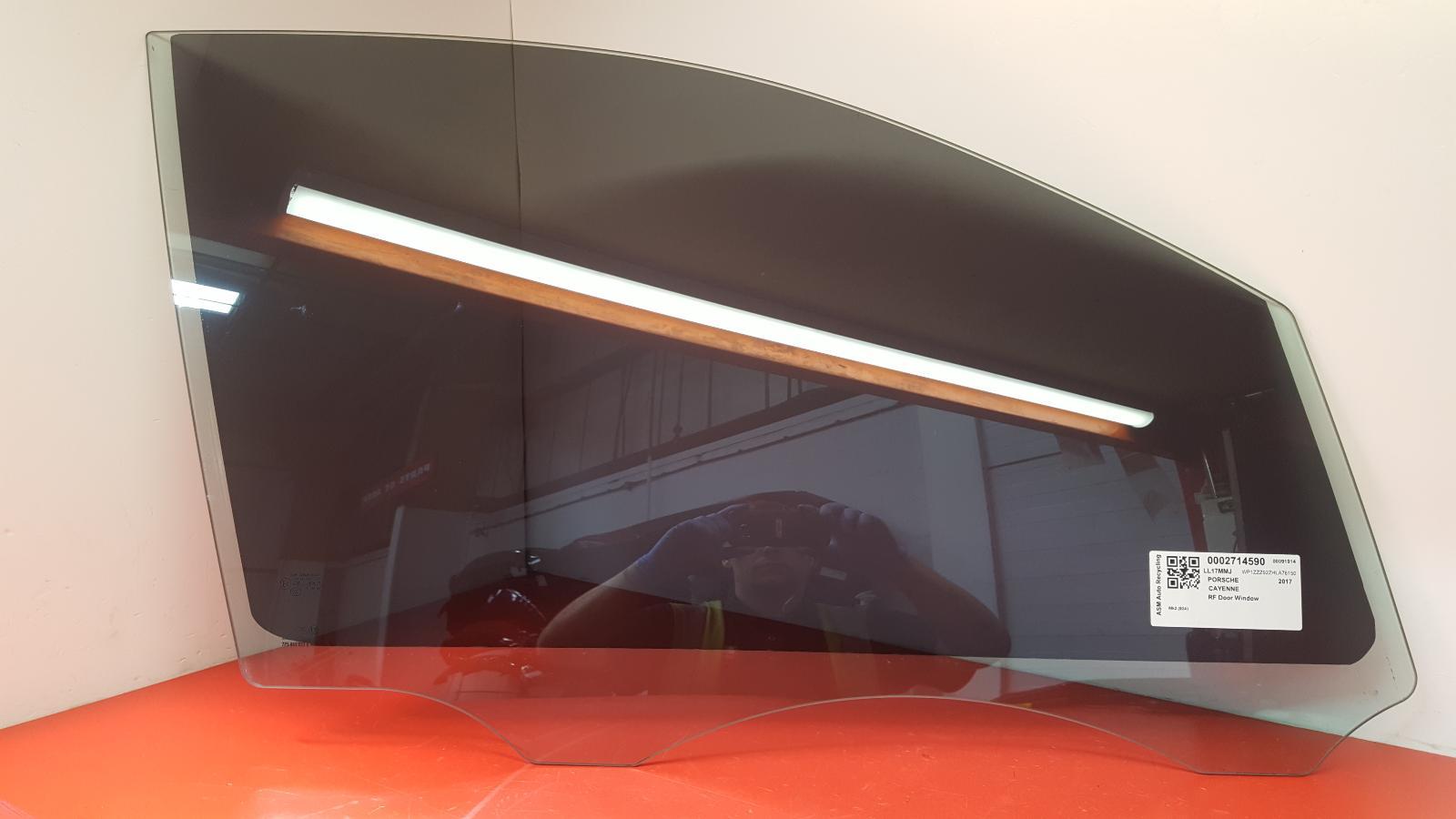 View Auto part RF Door Window Porsche Cayenne 2017