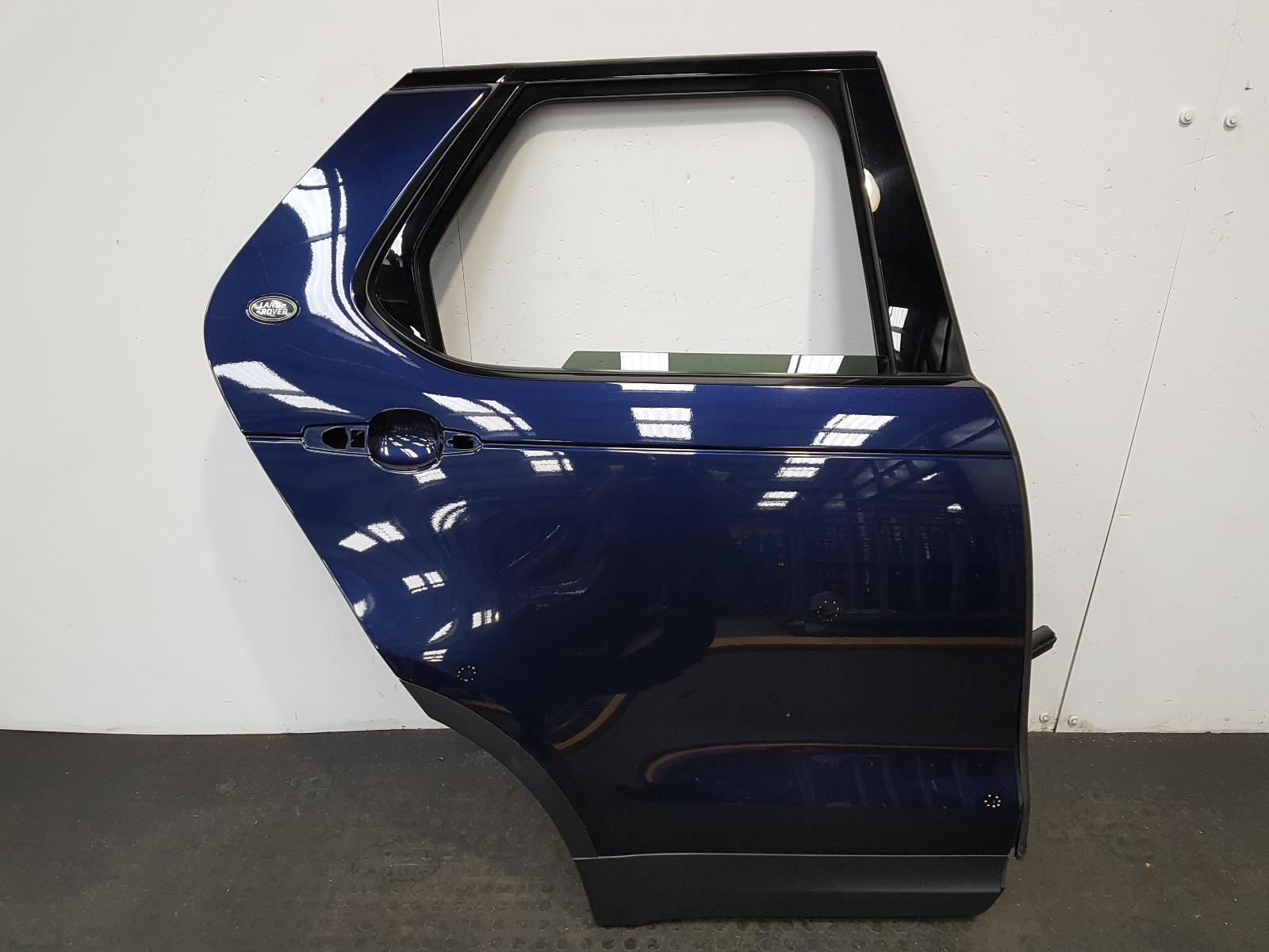 View Auto part R Rear Door Land Rover Discovery 2017