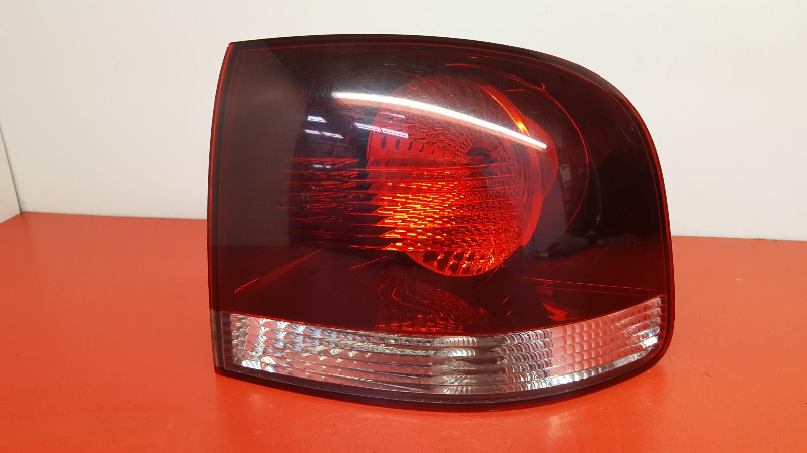 View Auto part R Taillight Volkswagen Touareg 2008
