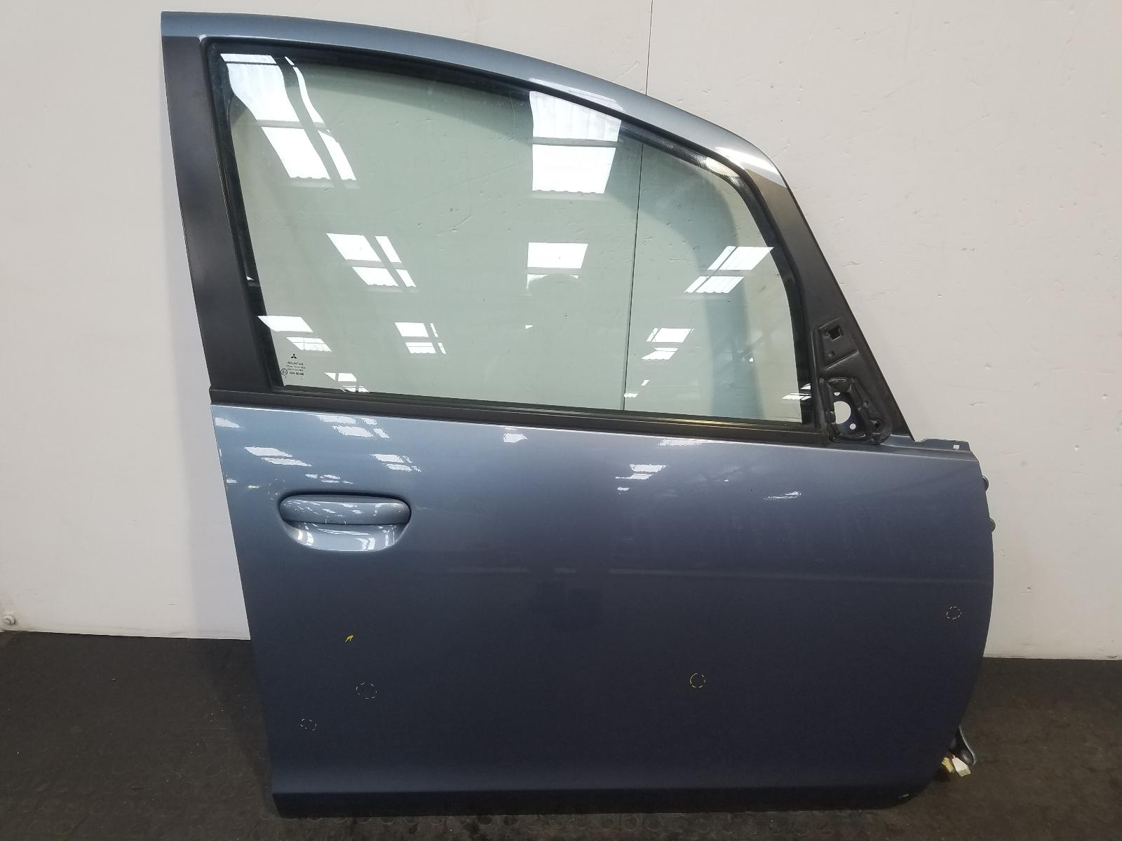 View Auto part R Front Door Mitsubishi Colt 2011