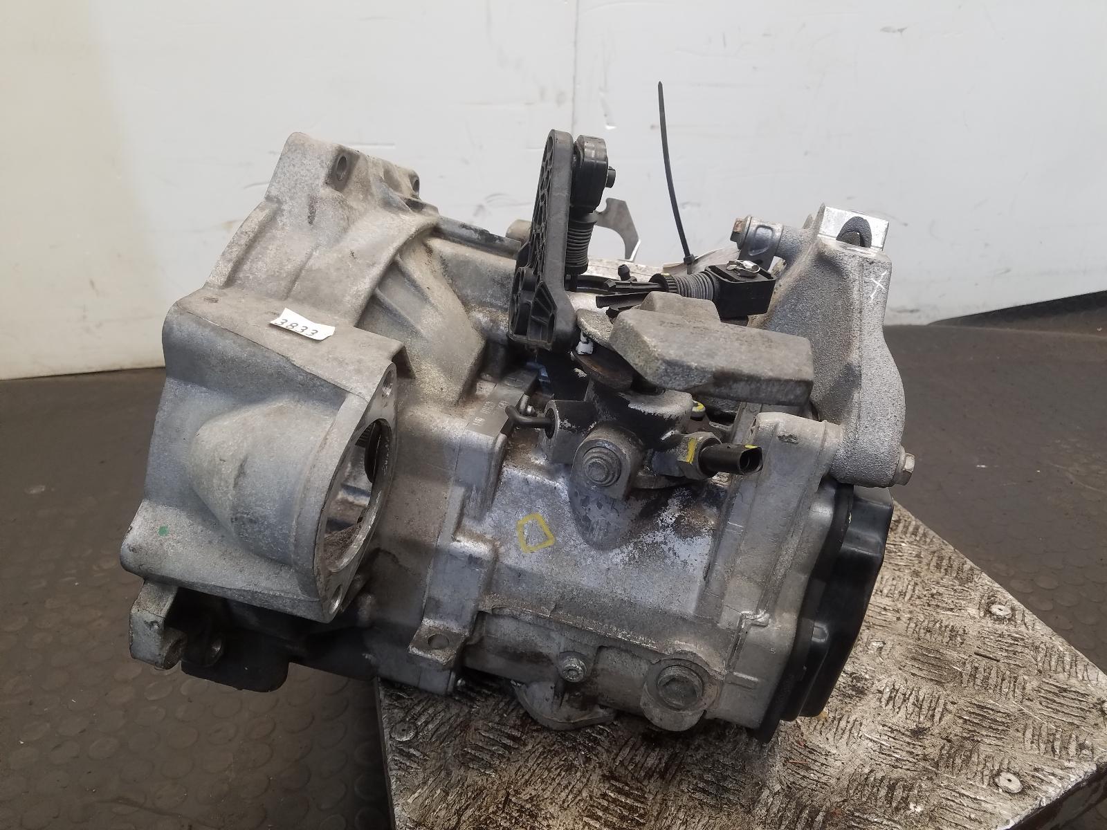 View Auto part Gearbox Volkswagen Golf 2010