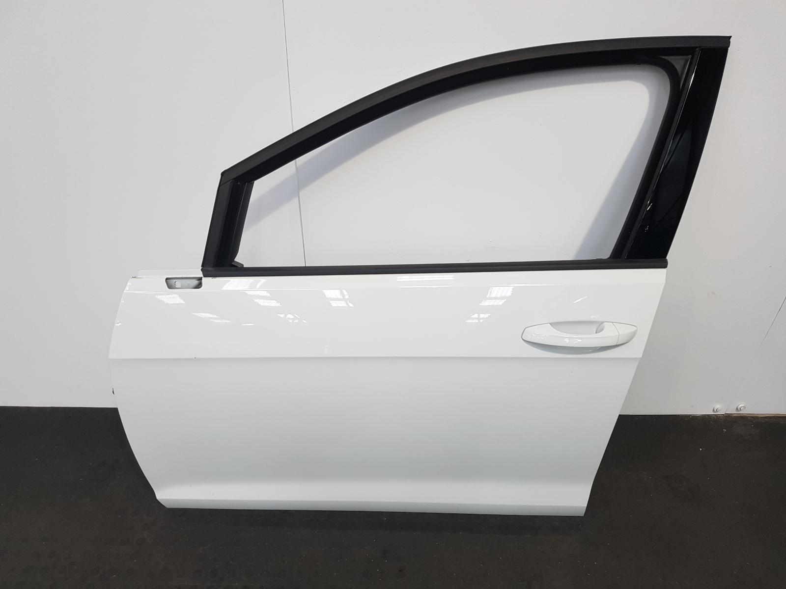 View Auto part L Front Door Volkswagen Golf 2019
