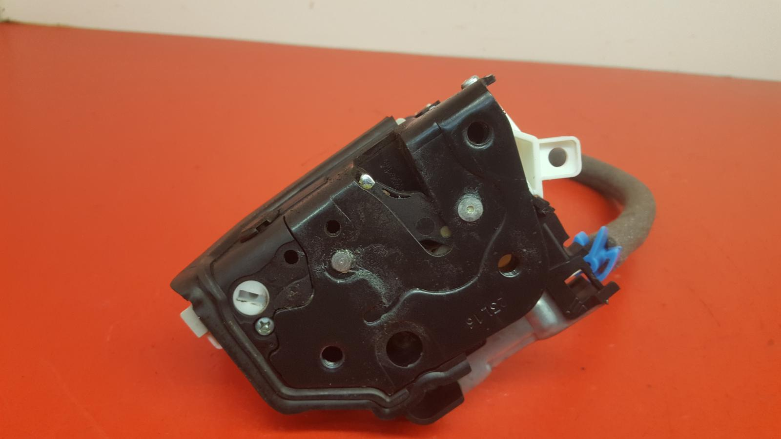 View Auto part Door Lock Assembly Audi A1 2016