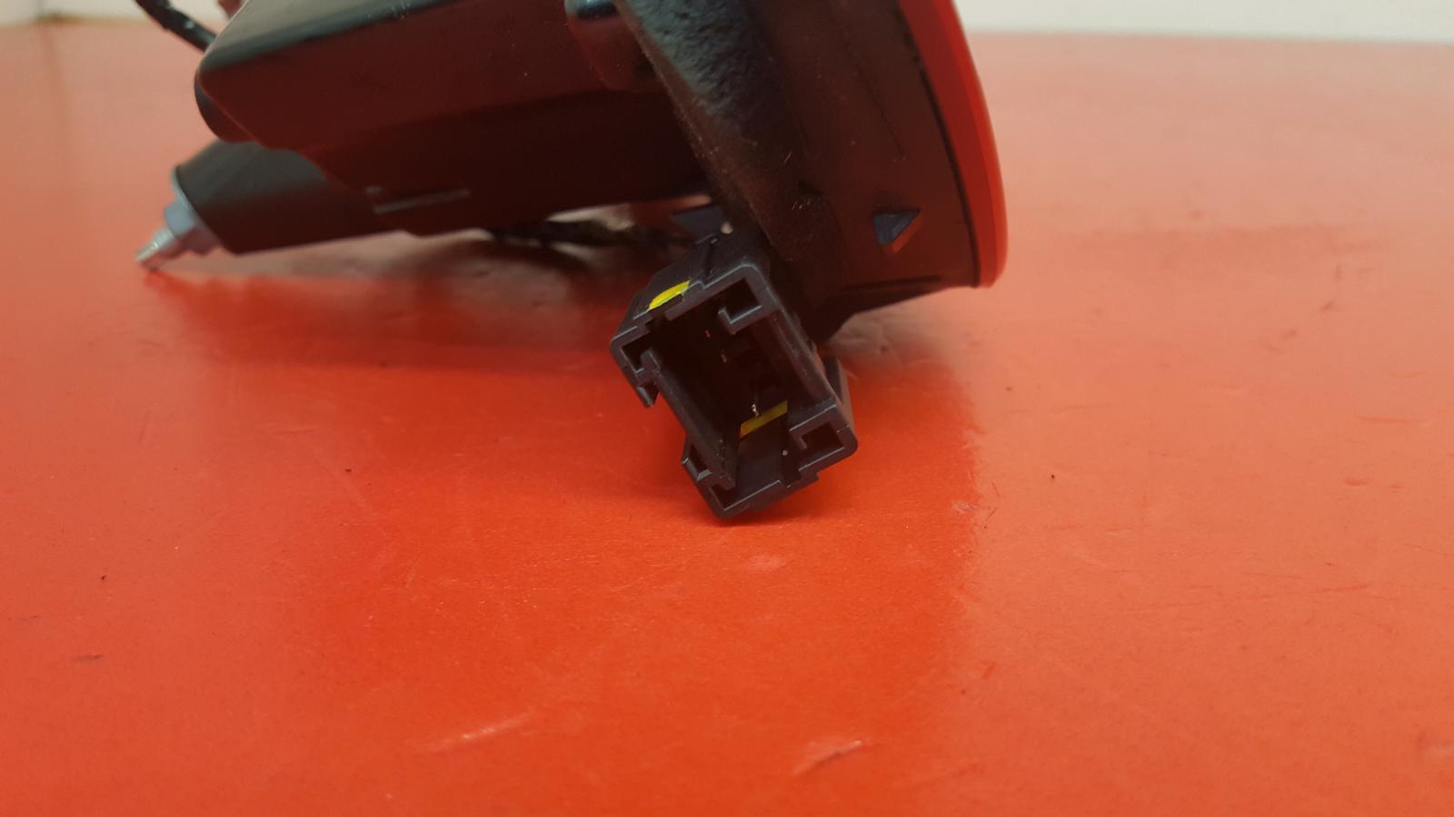 View Auto part R Taillight Citroen Ds5 2013