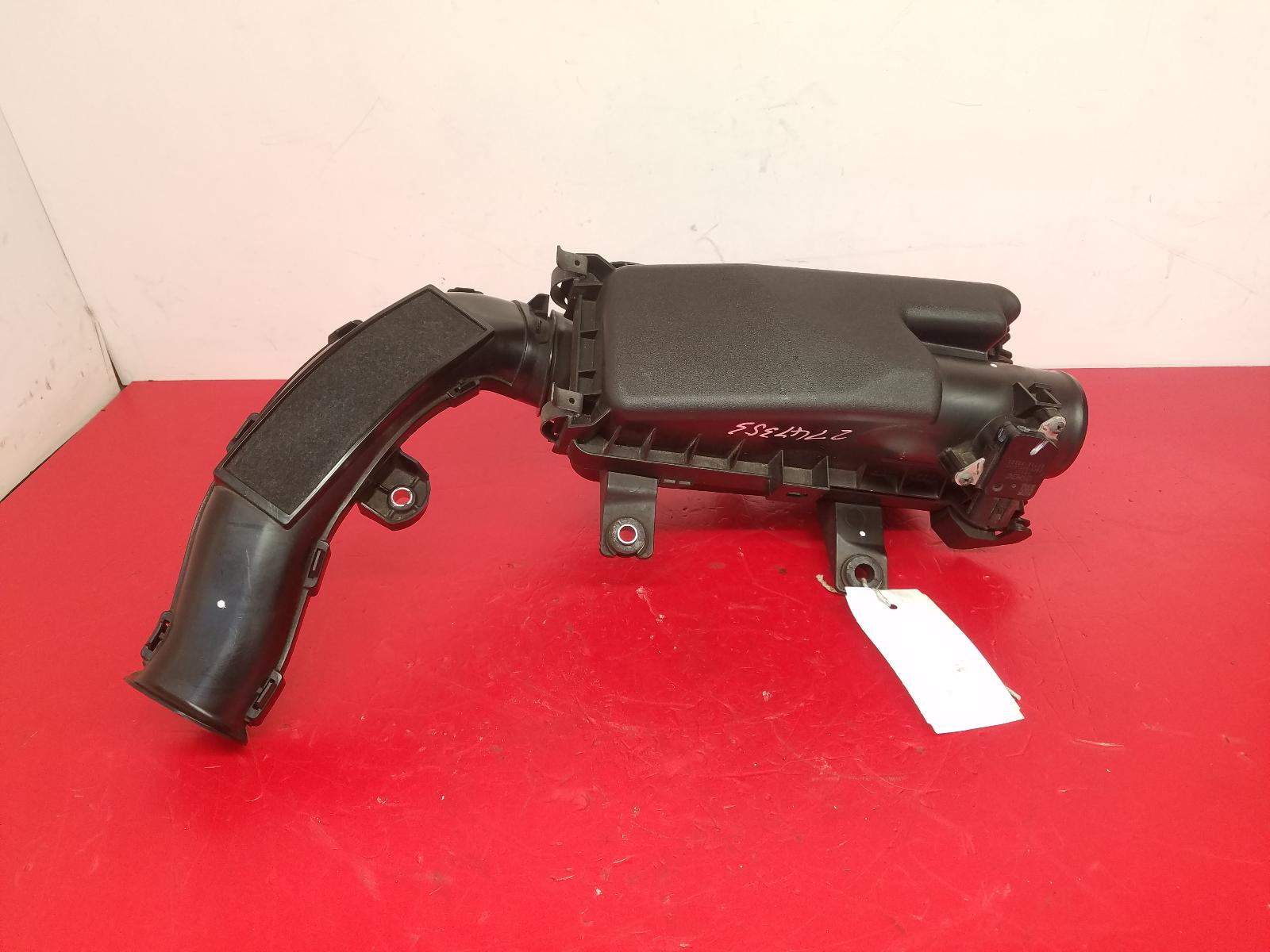 View Auto part Air Cleaner/Box Toyota Yaris 2013