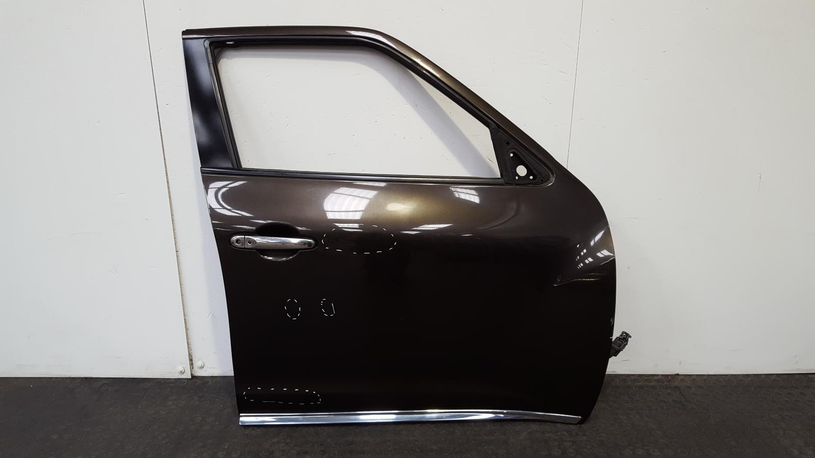 View Auto part R Front Door Nissan Juke 2010