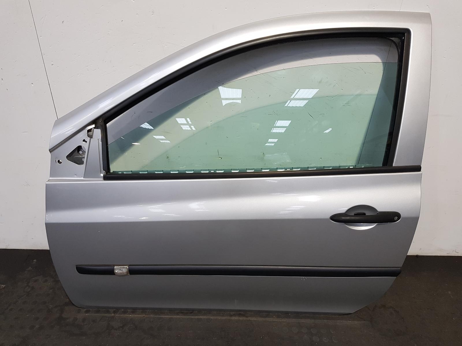 View Auto part L Front Door Renault Clio 2007