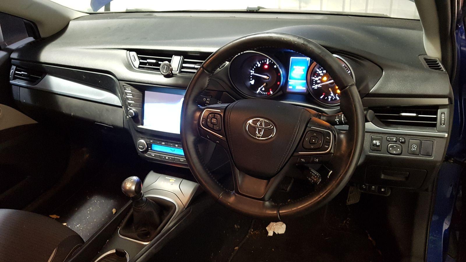 View Auto part Toyota Avensis 2015 5 Door Estate