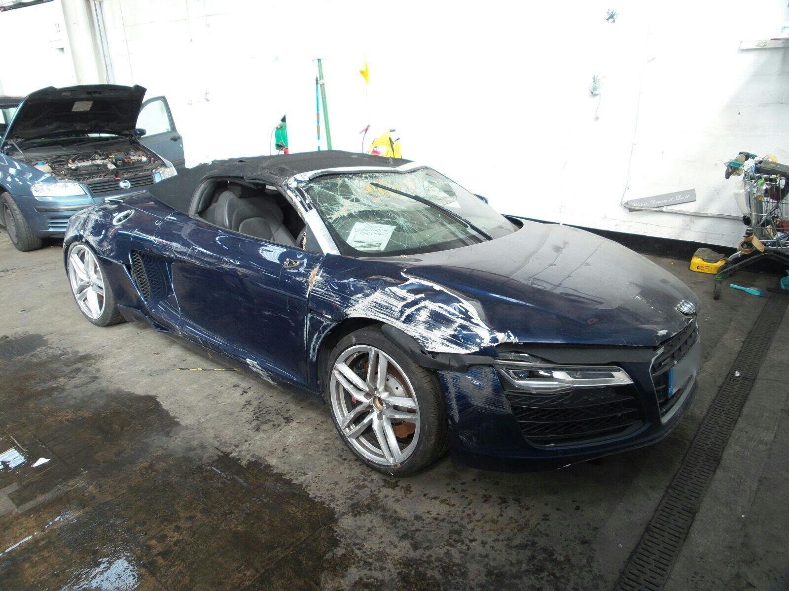 Image for a Audi R8 2013 2 Door Bodystyle Convertable Breaking