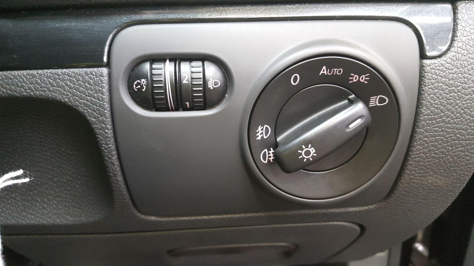 View Auto part Volkswagen Golf 2008 5 Door Hatchback