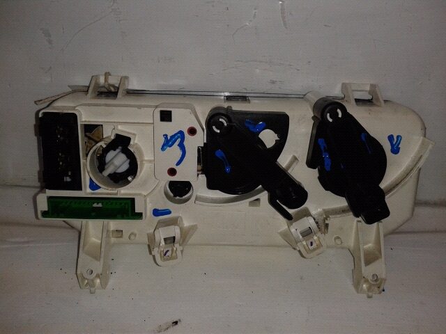 View Auto part Heater/AC Controller Renault Clio 1999
