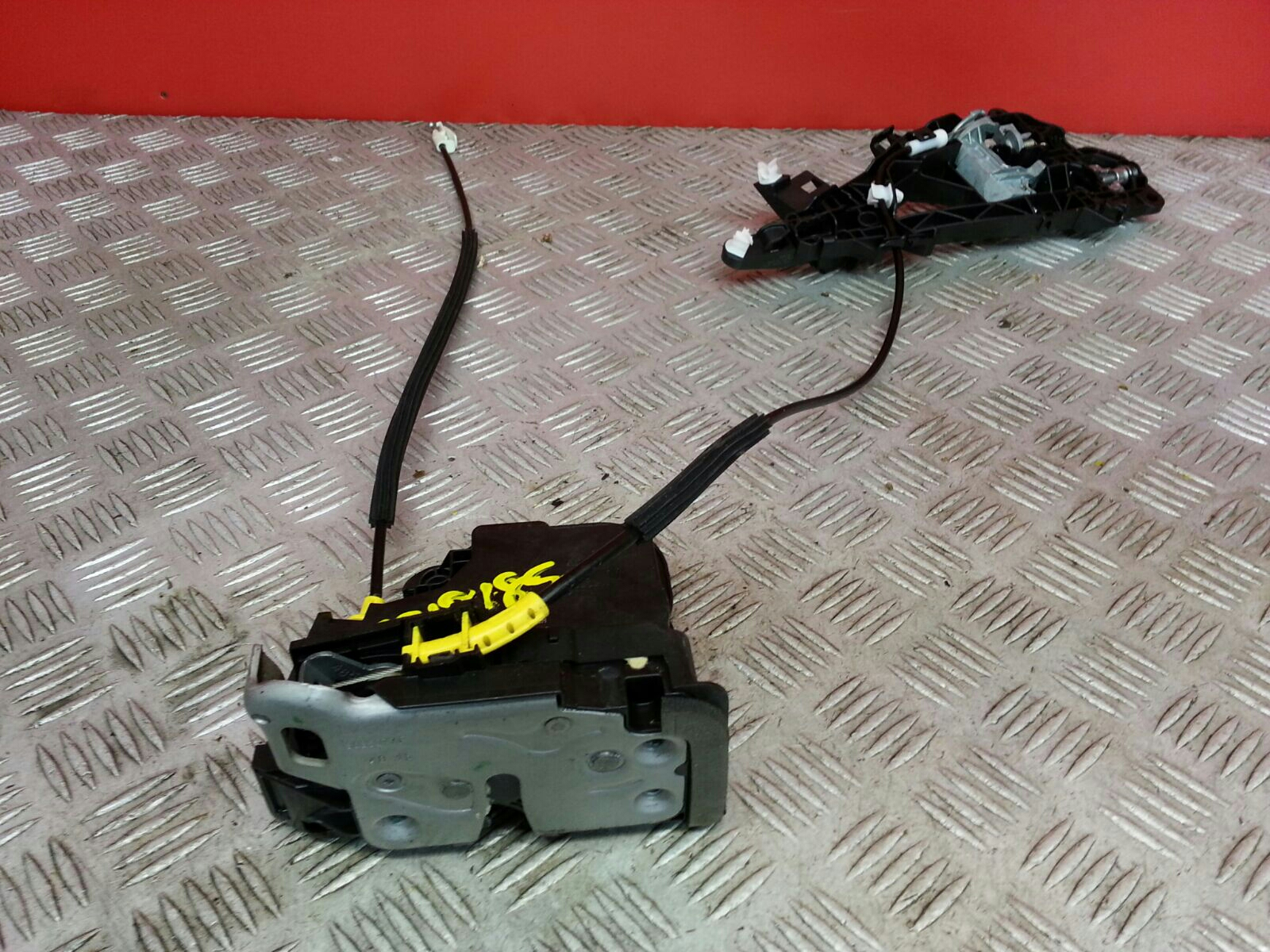 View Auto part Door Lock Assembly Vauxhall Astra 2016