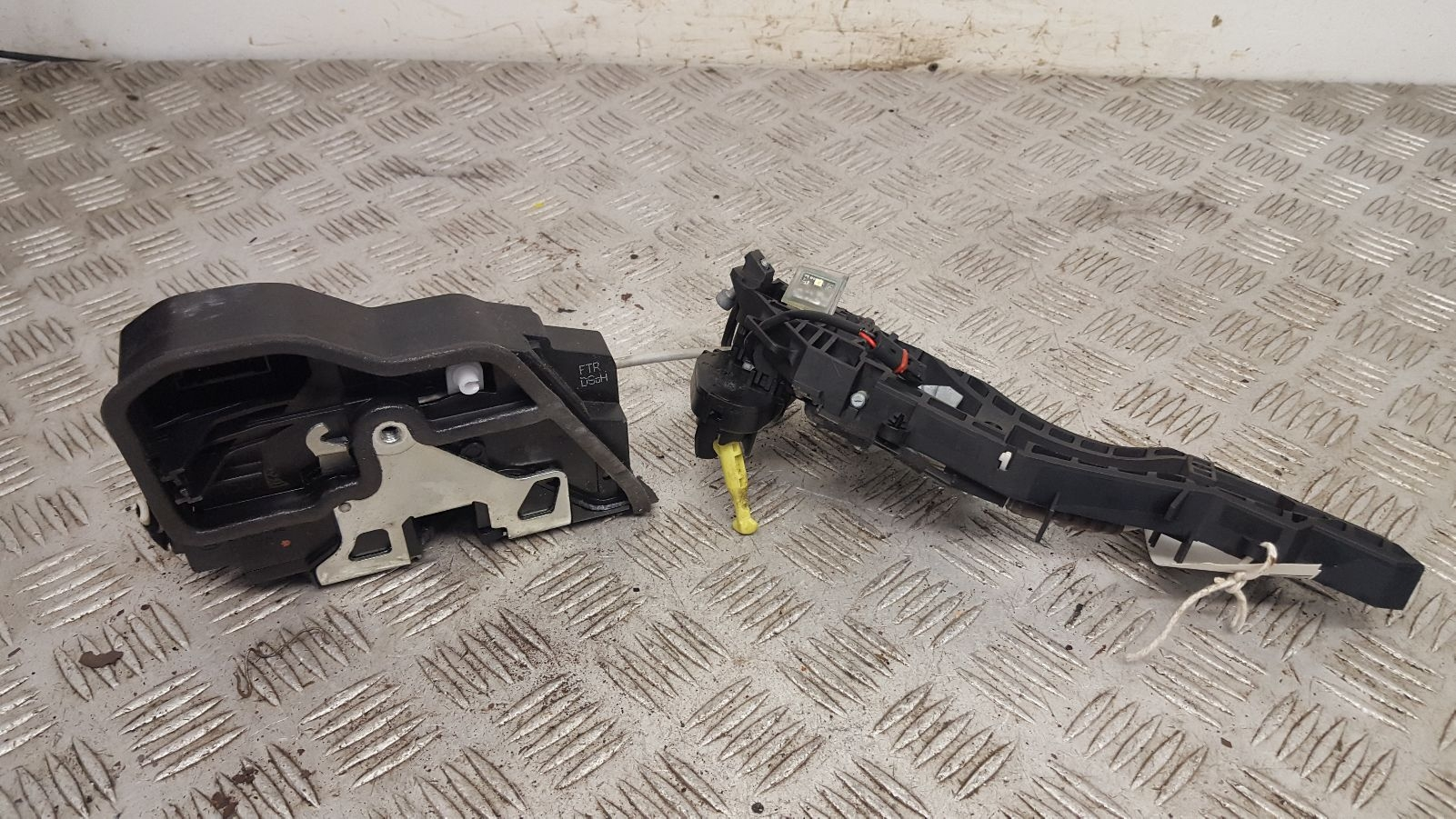 View Auto part Door Lock Assembly Bmw 4 Series 2015
