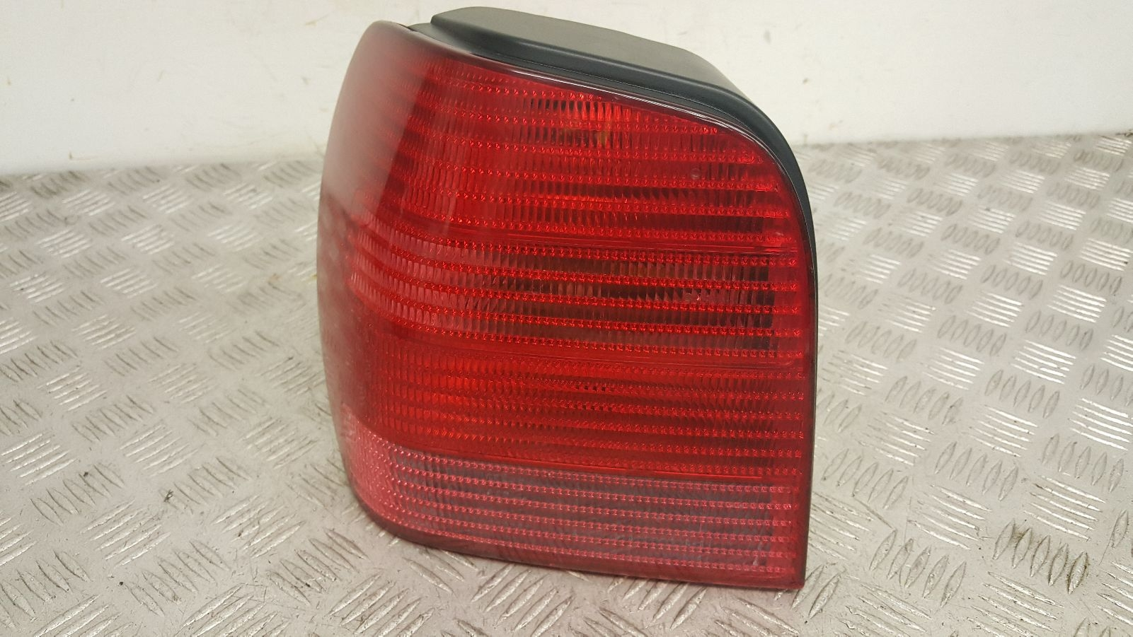 View Auto part L Taillight Volkswagen Polo 2001