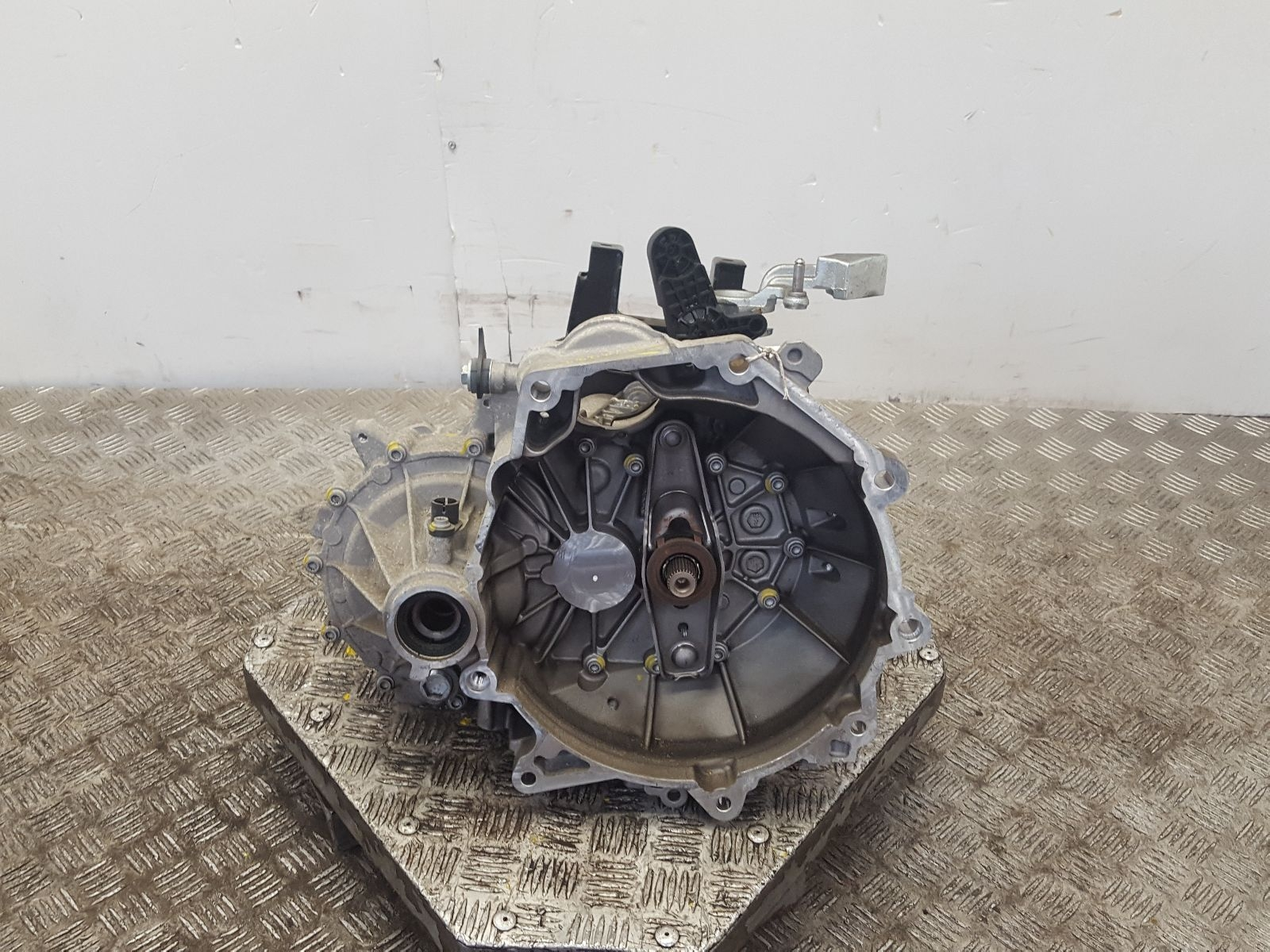 View Auto part Gearbox Volkswagen Polo 2015