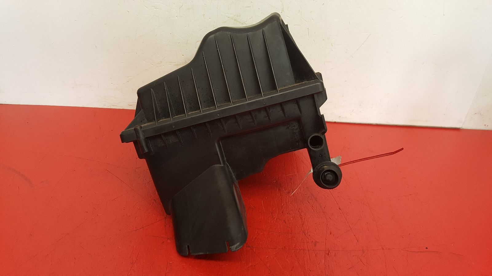 View Auto part Air Cleaner/Box Vauxhall Astra 2010