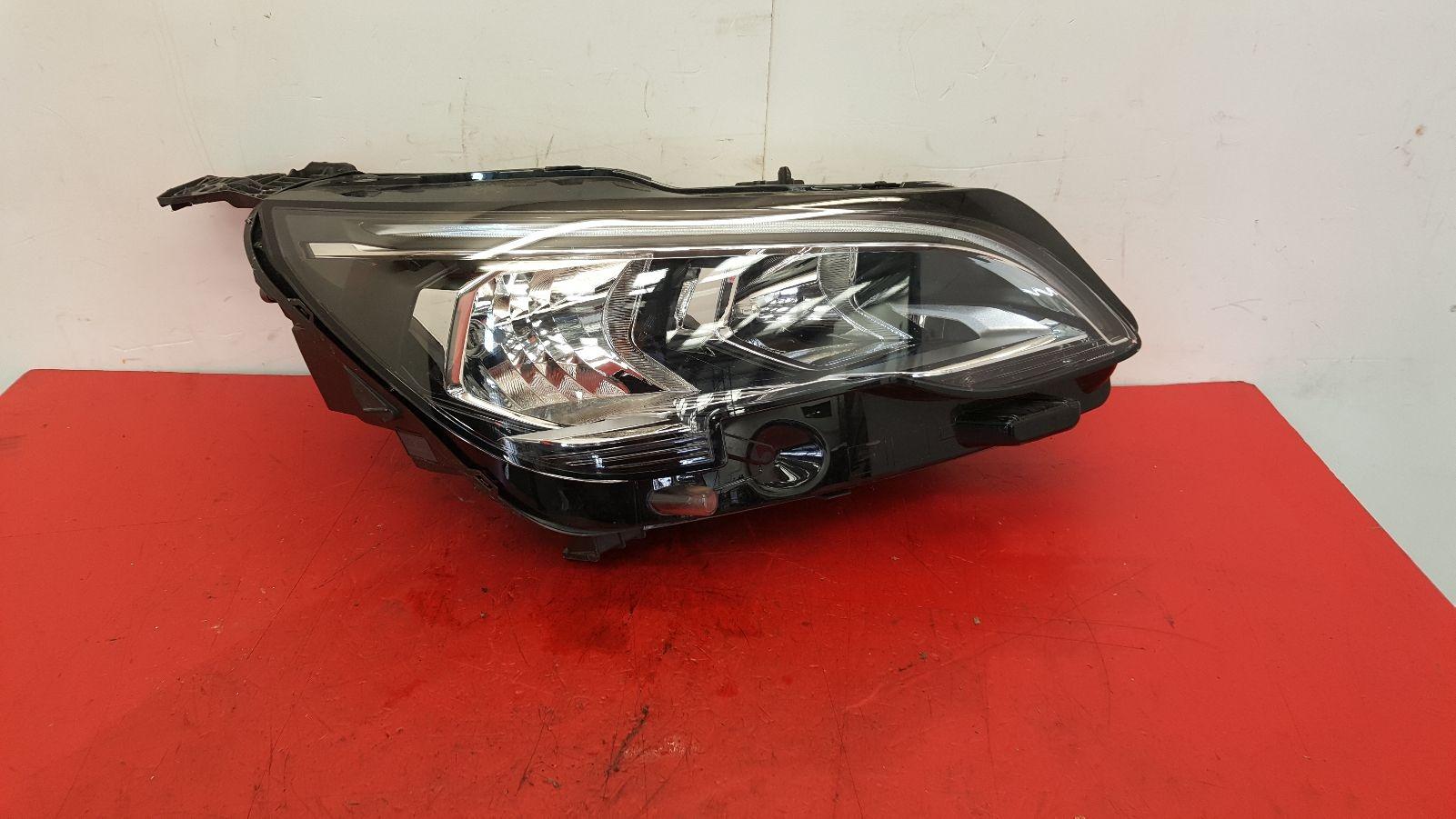 View Auto part R Headlamp Peugeot 5008 2018