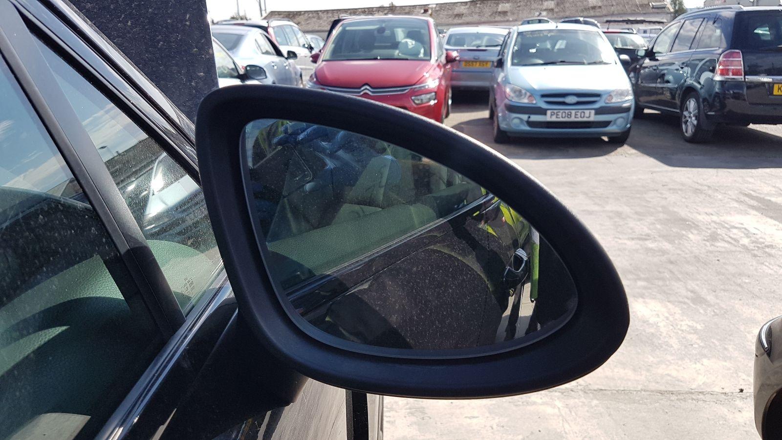 View Auto part R Door Mirror Porsche Cayenne 2014