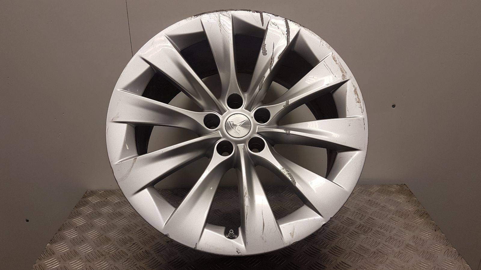 View Auto part Wheel Tesla Model X 2017