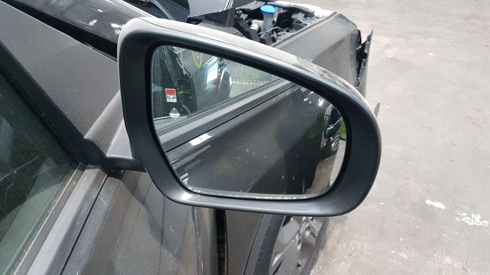 View Auto part R Door Mirror Suzuki Vitara 2018