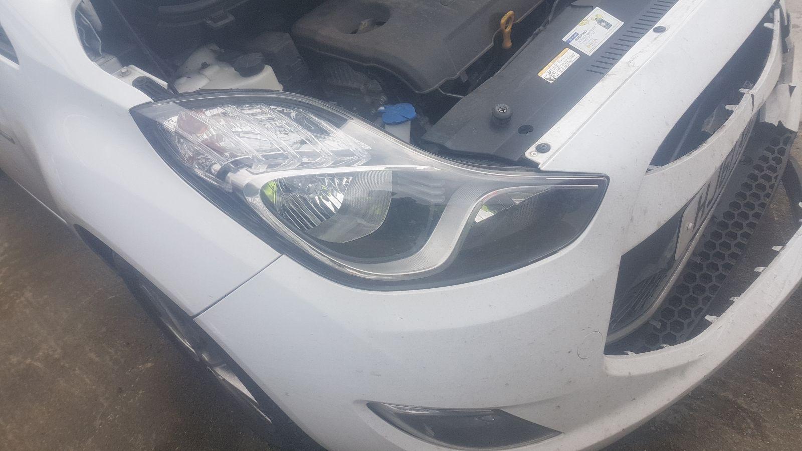 View Auto part R Headlamp Hyundai Ix20 2011